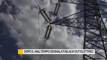 Dopo il maltempo segnalati black out elettrici, allagato un negozio – VIDEO