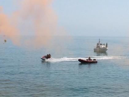 Esercitazione di soccorso in mare con 5 mezzi, 36 uomini e 3 cani abilitati al salvataggio