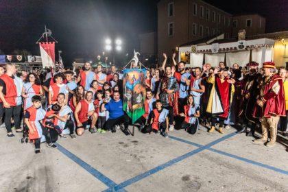In 15mila al Palio delle Contrade: Vescovado vince la sesta edizione – VIDEO