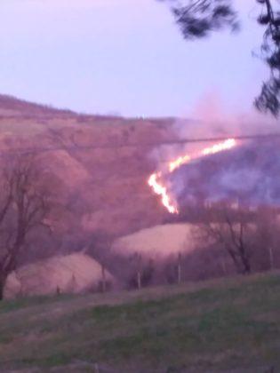 Vasto incendio sul monte della Mattera tra Mombaroccio, Cartoceto e Colli al Metauro