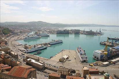 Nave Costa Magica attracca martedì ad Ancona: quarantena a bordo per positivi