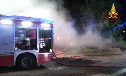 Ancona, incendio in un'azienda agricola: balle di fieno in fiamme