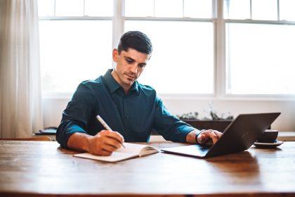 Come apprendere l'italiano: tips per orientarsi tra corsi online e in aula